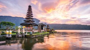 INDONESIA 300x169 - destinos luna de miel