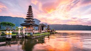 indonesia 300x169 - Conoce los cinco destinos para luna de miel más populares en el mundo
