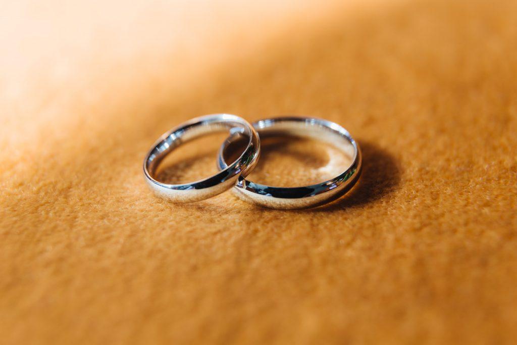 Bodas de plata en Querétaro anillos min 1024x683 - Las mejores recomendaciones para celebrar tus bodas de plata en Querétaro