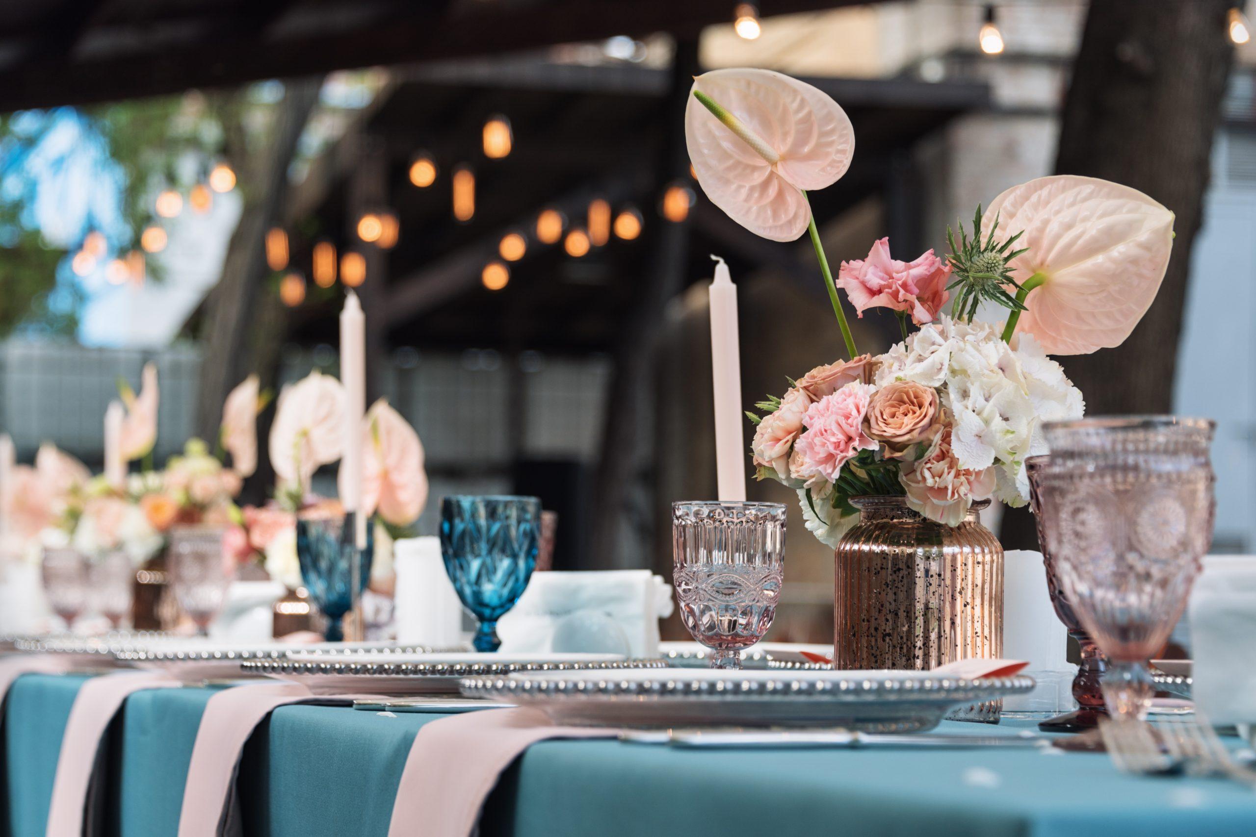Decoración de salones colores neutros scaled - 6 ideas para una decoración de salones al aire libre espectacular