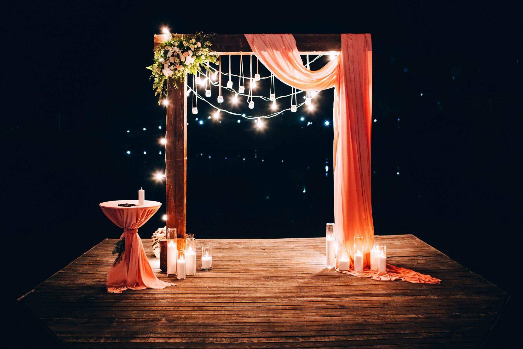 Decoración de salones iluminación y texturas scaled - 6 ideas para una decoración de salones al aire libre espectacular